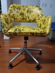 Cadeira  de estudo estofada linda