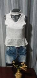 Título do anúncio: Blusa em Renda Branca, Gola Alta - Tam. M