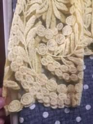 Blusa amarelinha de renda ?