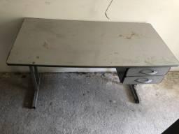 Mesa de escritório usada