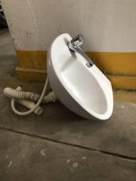 Pia de banheiro pequena