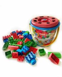 PROMOÇÃO Balde com 40 pecinhas de montar estilo lego