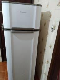 Título do anúncio: Refrigerador Esmaltec 276 L
