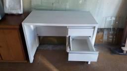Escrivaninha planejada branca impecavel