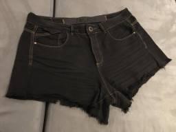 short jeans preto da marca sacada