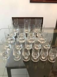 taças e copos de cristal