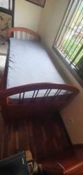 Cama de solteiro de madeira maciça