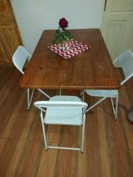 Mesa de madeira c 3 cadeiras de ferro