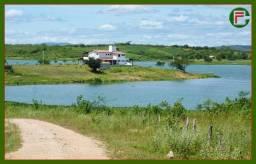 Título do anúncio: Belíssima Fazenda com 365Ha a 106 km de Fortaleza, Casa com 600m2, margem do açude Caxitor
