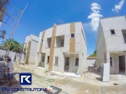 Luxuosa casa com 03 quartos em condominio fechado em Maracanaú