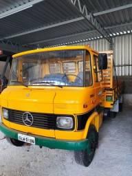 Caminhão MB 709
