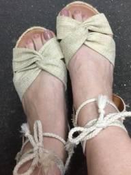 Sandália amarrações