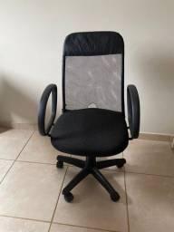 Título do anúncio: Cadeira de escritório giratória - *pouco usada e em ótimo estado!*