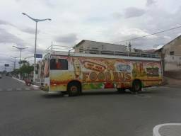 Vendo um ônibus food truck. valor 65mil no dinheiro!!!