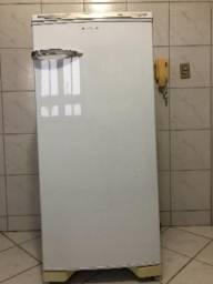 Geladeira 300 litros