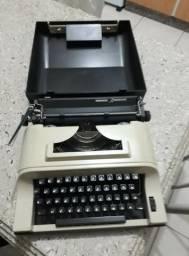 Maquina De Escrever portátil Remington Ipanema -semi-nova