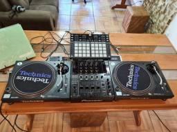 Kit Dj Technics Toca-discos e Mixer Pioneer