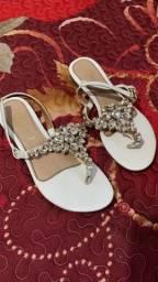 Sandálias e saltos muito conservados !