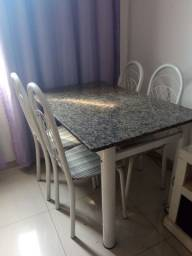 Mesa de mármore 4 cadeiras.<br>