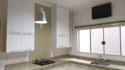 Título do anúncio: 202 metros de área construída Casa de 3 quartos, 3 banheiros e 3 Garagens em Buritama - SP