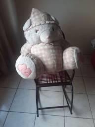 Cadeira infantil com ursa gigante