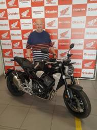 Moto CB 1000R cor preto