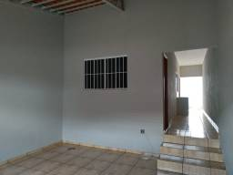 Título do anúncio: Casa a venda muito bem localizada com 02 quartos, com 88m² de construção, por R$150mil rea
