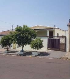 Título do anúncio: Casa com edícula - Jd. Itatiaia, 252m² de área total, 160m² de área construída. 02 Quartos