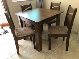 Título do anúncio: Mesa de Jantar em MDF com 4 cadeiras Semi-Nova