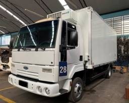 Ford Cargo 816 2012 4x2  Baú Refrigerado
