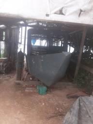 Uma lancha de ferro com 13 metros de comprimento e 2.50 de largura