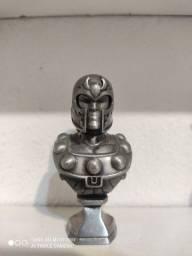 Busto do magneto da Marvel