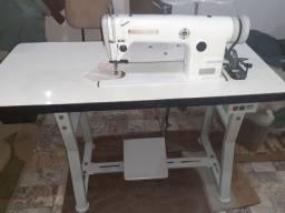 Máquina de costura industrial reta, em excelente