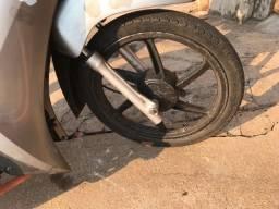 Título do anúncio: Rodas palito usada liga leve Biz 125, freio tambor, pneu com camera. Leia a descrição