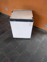 Frigobar Cônsul Compacto 80 litros