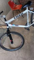 Vendo bike aro 26 toda nova roda aera nova suspensão nova rolamento novo pneu novo