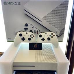 Título do anúncio: Vendo esse belo Xbox one s 1tb seminovo