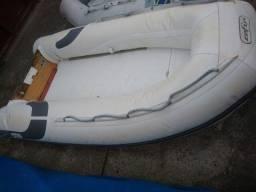 Bote inflável 2.8mt Zefir com fundo de placas de compensado com pintura e anti derrapante.