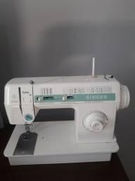 Vende-se máquina de costura singer facilita 43 ou troca por uma  industrial.