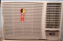 Ar condicionado 30 mil btus digital controle remoto pouco uso