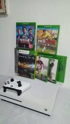 Título do anúncio: Xbox oneS  completo impecável!!com drive de disco em 4k /suporte HDR10 / 500gb