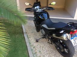 Vendo Moto BMW G 650 GS, ano 2015, 19.000 km, preta, de segundo dono.