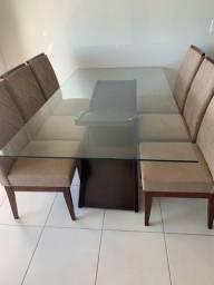 Mesa de jantar, tampo de vidro. Em perfeito estado. Não acompanha as cadeiras