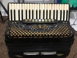 Acordeon Paolo Soprani-4 de voz (120 Baixos) eletrificada com placa
