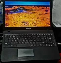 Notebook Samsung Essentials E 30