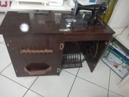 Título do anúncio: Máquina de costura com gabinete usada