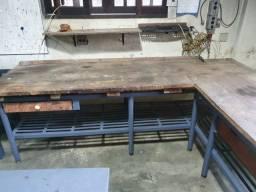 Título do anúncio: Mesa de ferro em L com tampo de madeira maciça