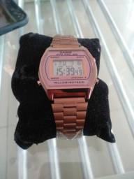 lindo e sofisticado relógio Casio retrô ouro Rosê