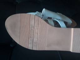 Vendo sandália  MELISSA semi-nova, cor areia, n°38, super confortável.