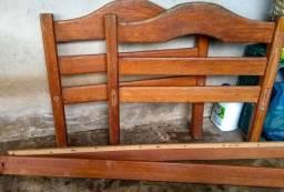 2 camas de solteiro de madeira